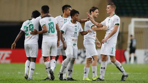 Các CLB bóng đá ở Đông Nam Á: Đau đầu chuyện giảm lương cầu thủ - Ảnh 1.