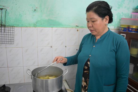 Một phụ nữ cưu mang hơn 20 công nhân thất nghiệp vì COVID-19 - Ảnh 1.