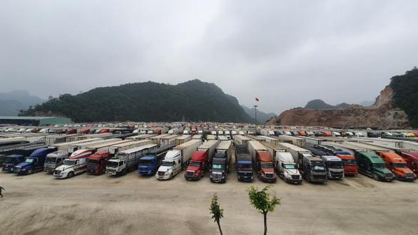 2.600 xe nông sản ùn ứ, Lạng Sơn đề xuất tạm dừng nhận hàng hóa lên cửa khẩu - Ảnh 1.