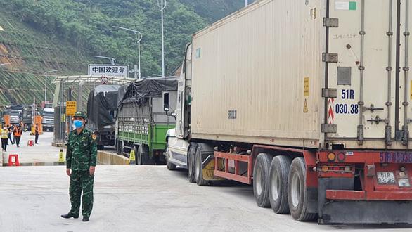 2.600 xe nông sản ùn ứ, Lạng Sơn đề xuất tạm dừng nhận hàng hóa lên cửa khẩu - Ảnh 5.