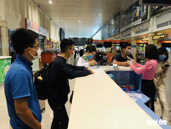 Tăng thêm chuyến bay chặng TP.HCM - Hà Nội, giá vé cao - Ảnh 1.
