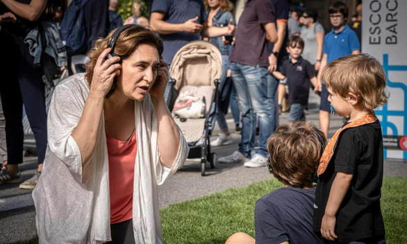 Tây Ban Nha phải cho trẻ em ra khỏi nhà vì căng thẳng trong mùa dịch - Ảnh 1.
