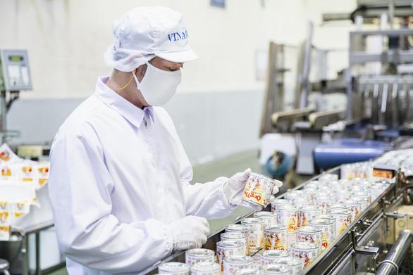 Vượt khó dịch COVID-19, Vinamilk xuất khẩu sữa vào thị trường Trung Quốc - Ảnh 2.