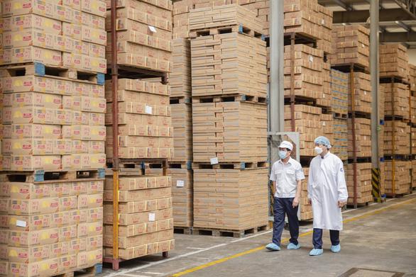 Vượt khó dịch COVID-19, Vinamilk xuất khẩu sữa vào thị trường Trung Quốc - Ảnh 1.