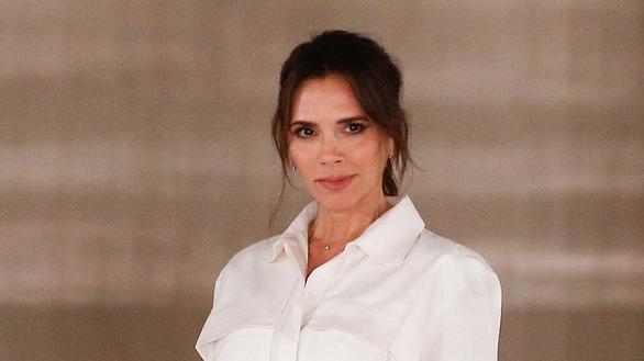 Vợ Beckham bị chỉ trích vì nhân viên nhận 80% lương hỗ trợ của chính phủ - Ảnh 1.