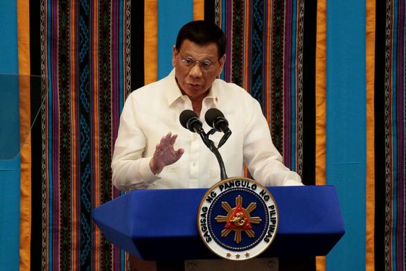 Tổng thống Philippines đòi bắn chết những người vi phạm lệnh phong tỏa - Ảnh 1.