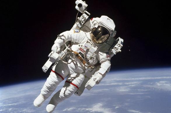 12.000 hồ sơ đăng ký lên Mặt trăng, NASA mất cả năm để chọn người - Ảnh 1.