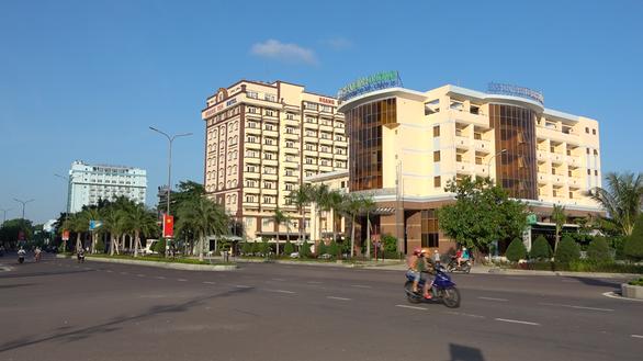 Bình Định yêu cầu khách sạn Bình Dương ngưng sửa chữa để di dời - Ảnh 1.