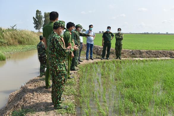 An Giang chi viện 92 cán bộ, chiến sĩ công an tỉnh về 22 xã biên giới phòng dịch COVID-19 - Ảnh 2.