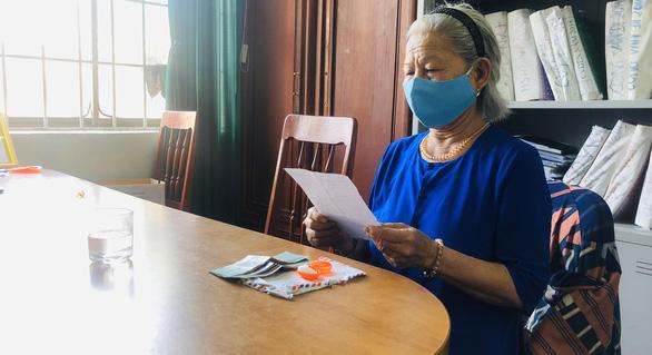 Bà cụ ủng hộ bông tai, tiền chống COVID-19: Chết tiền không mang theo được - Ảnh 6.
