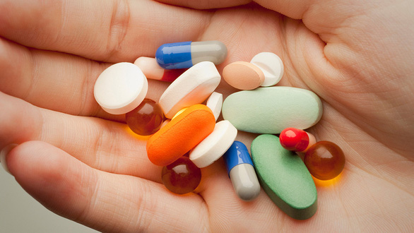 Chạy đua tìm thần dược - Kỳ 1: Tranh cãi thuốc sốt rét điều trị COVID-19 - Ảnh 1.