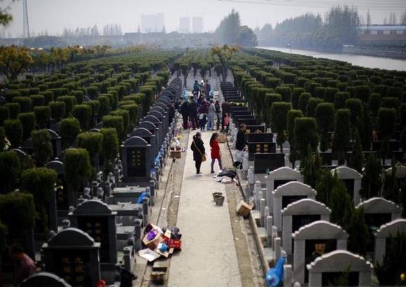 Tiết Thanh minh: Dịch vụ viếng mộ online hút khách thời COVID-19 - Ảnh 1.