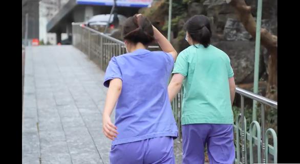 Hàn Quốc phát sóng 'Tôi đang sống ở Daegu' - Phim tài liệu ở tâm chấn COVID-19 - Ảnh 10.