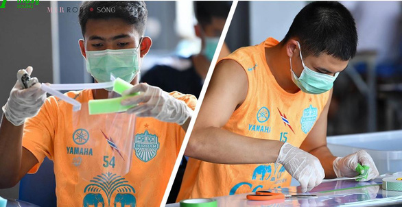 Không thi đấu, á quân Thai League... may khẩu trang tặng mọi người - Ảnh 1.