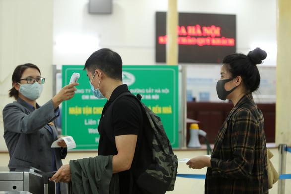 Thủ tướng Nguyễn Xuân Phúc: Cần nới lỏng một bước, nhưng vẫn phải kiểm soát đúng mức - Ảnh 3.