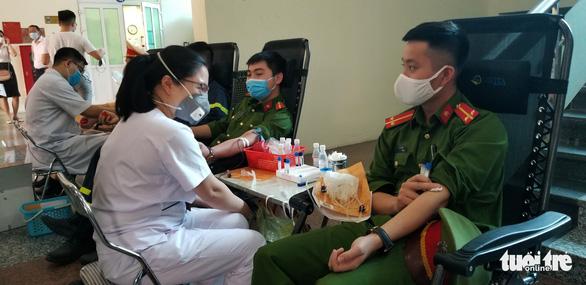 Công an Hà Nội bắt đầu hiến máu trong 10 ngày - Ảnh 4.
