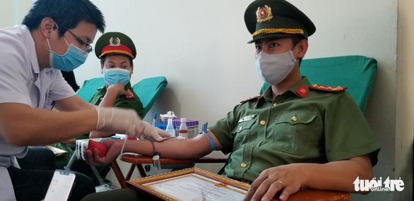 Công an Hà Nội bắt đầu hiến máu trong 10 ngày - Ảnh 3.