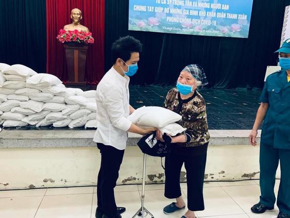 Trọng Tấn, Đăng Dương, Tấn Minh trao 7 tấn gạo cho 1.305 gia đình khó khăn - Ảnh 1.