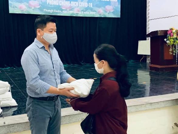 Trọng Tấn, Đăng Dương, Tấn Minh trao 7 tấn gạo cho 1.305 gia đình khó khăn - Ảnh 2.