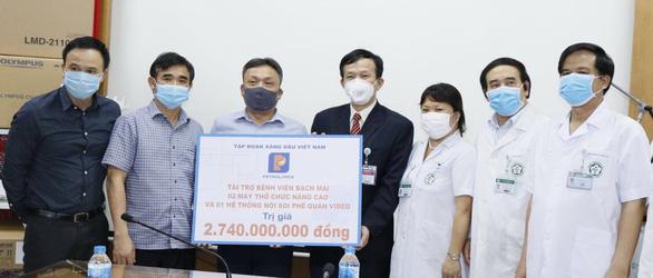 Petrolimex tặng hơn 14 tỉ đồng chống dịch COVID-19 - Ảnh 1.