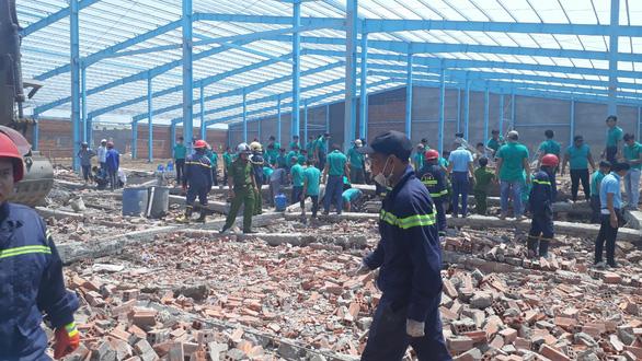 Đề nghị truy tố 4 bị can vụ sập tường làm 7 người chết ở Vĩnh Long - Ảnh 1.