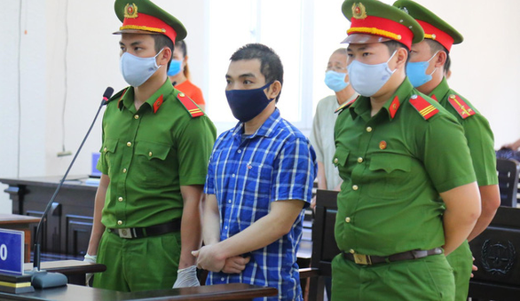 Tài xế khủng bố Cục Thuế tỉnh Bình Dương lãnh 11 năm tù - Ảnh 1.
