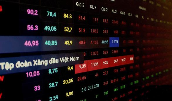 Cổ phiếu xăng dầu giảm sâu, VN-Index rớt hơn 26 điểm - Ảnh 1.