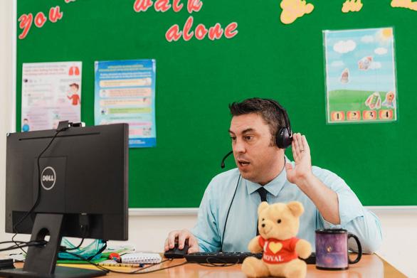 Royal School: kết nối thầy trò từ những giờ học trực tuyến - Ảnh 1.