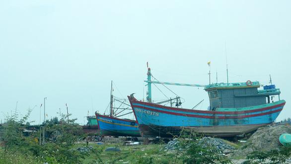 Hai xưởng đóng tàu gây ô nhiễm khu dân cư - Ảnh 1.