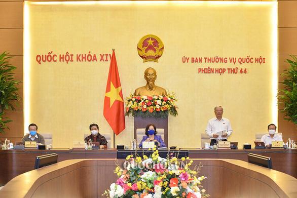 Chủ tịch Quốc hội Nguyễn Thị Kim Ngân: Đọc dự luật về bỏ sổ hộ khẩu, tôi rất mừng - Ảnh 1.