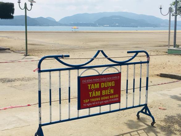 Khánh Hòa chưa cho tắm biển đến hết tháng 4 - Ảnh 1.