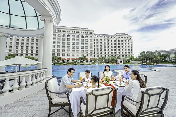 Vietnam Airlines, Vinpearl đề xuất tặng 5.000 kỳ nghỉ trọn gói tri ân lực lượng y tế tuyến đầu - Ảnh 1.