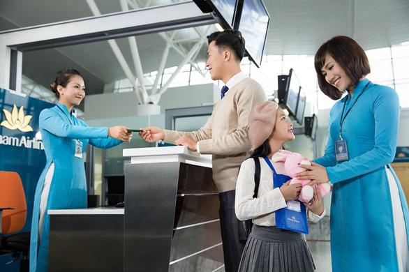 Vietnam Airlines, Vinpearl đề xuất tặng 5.000 kỳ nghỉ trọn gói tri ân lực lượng y tế tuyến đầu - Ảnh 2.