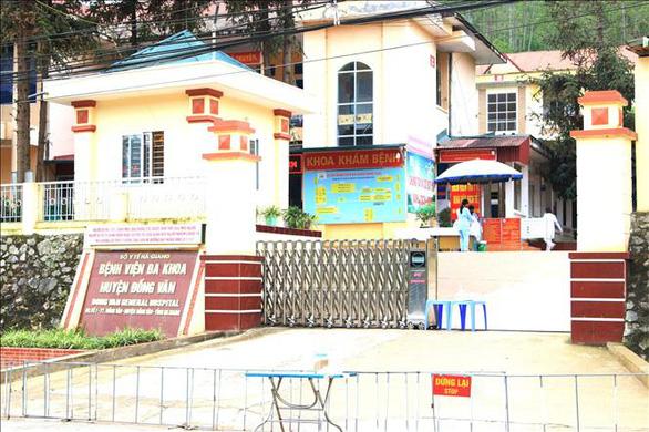 Phong tỏa toàn bộ thị trấn Đồng Văn - Ảnh 4.