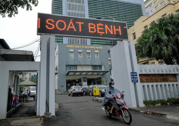 Bắt ông Nguyễn Nhật Cảm - giám đốc Trung tâm Kiểm soát bệnh tật Hà Nội - Ảnh 2.