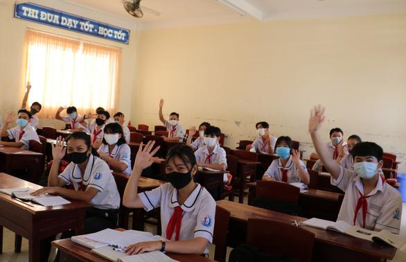 Nên làm gì nếu học sinh bị sốt, ho, khó thở khi đi học trở lại? - Ảnh 1.