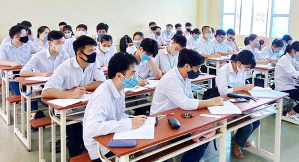 Học sinh ngồi cách nhau 1,5m khi trở lại trường: Rất khó! - Ảnh 1.