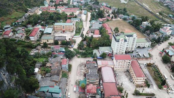 Phong tỏa toàn bộ thị trấn Đồng Văn - Ảnh 1.