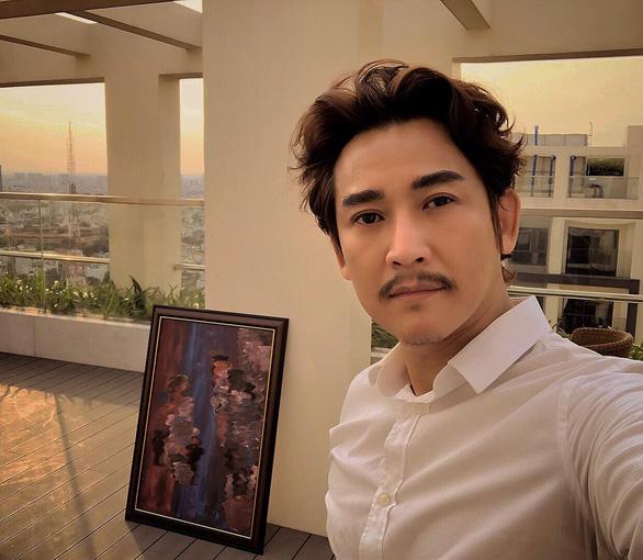 Hứa Vĩ Văn bán tranh, Đại Nghĩa lắp ATM gạo và các sao Việt làm từ thiện trong mùa dịch - Ảnh 1.