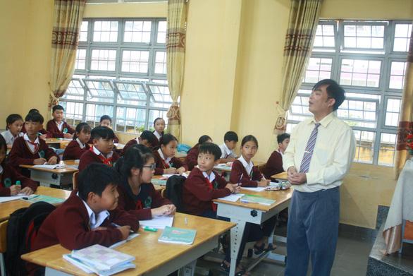 Bộ GD-ĐT giảm 1/3 số đầu điểm kiểm tra học kỳ 2 cho HS cấp II, cấp III - Ảnh 1.
