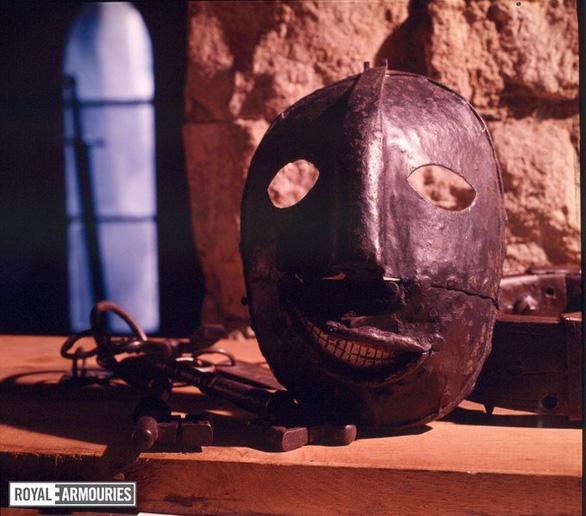 Mùa COVID-19, đua nhau trưng 'vật phẩm kinh dị, đáng sợ nhất' thế giới - Ảnh 5.