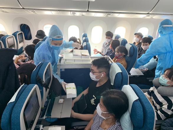 Sẽ có 13 chuyến bay đưa công dân Việt Nam về nước - Ảnh 1.