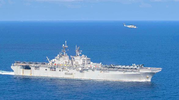 Mỹ cảnh báo thói bắt nạt của Trung Quốc, điều hai tàu chiến ra biển Đông - Ảnh 1.