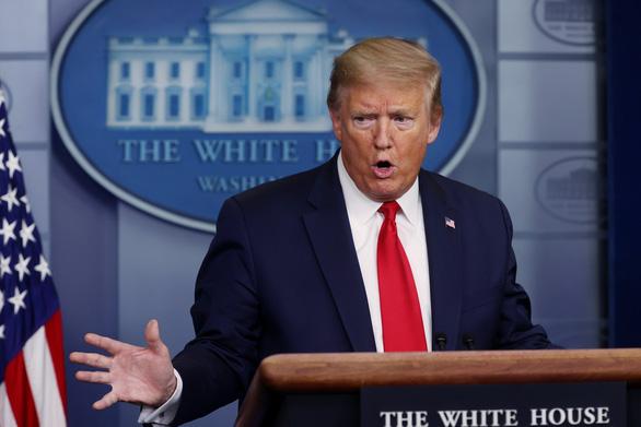 Ông Trump ký lệnh ngưng một phần nhập cư - Ảnh 1.