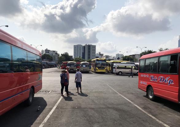 TP.HCM: Xe khách chạy lại, xe buýt chờ tới 3-5 - Ảnh 1.