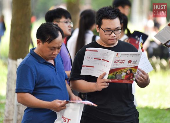 Nhiều trường đại học điều chỉnh phương án tuyển sinh - Ảnh 1.