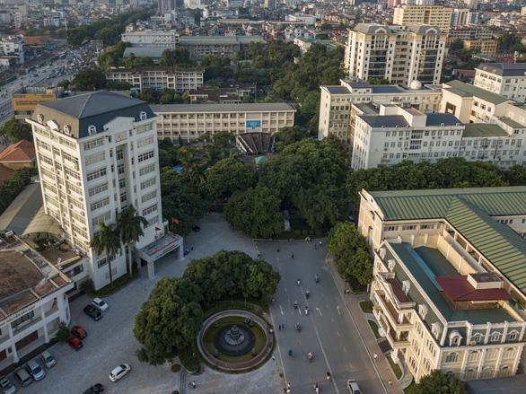 Sinh viên ĐH Quốc gia Hà Nội trở lại trường ngày 4-5 - Ảnh 1.