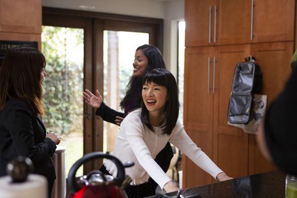 Tokyo đăng video của 'thánh nữ dọn nhà'  Marie Kondo cho dân đỡ chán mùa dịch - Ảnh 2.