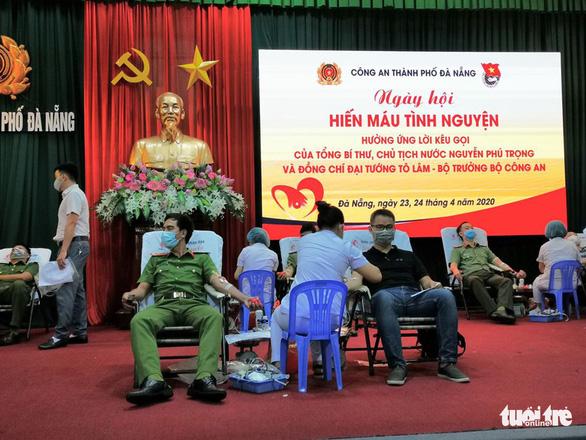 Nghe tin công an tổ chức hiến máu, người dân Đà Nẵng rủ nhau tham gia - Ảnh 5.