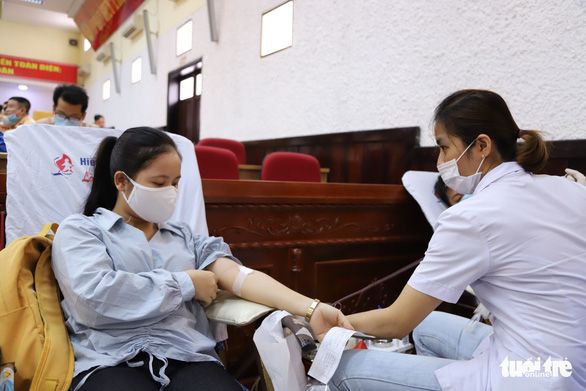 Nghe tin công an tổ chức hiến máu, người dân Đà Nẵng rủ nhau tham gia - Ảnh 2.